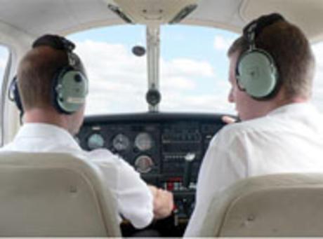שיעור טיסה במטוס קל